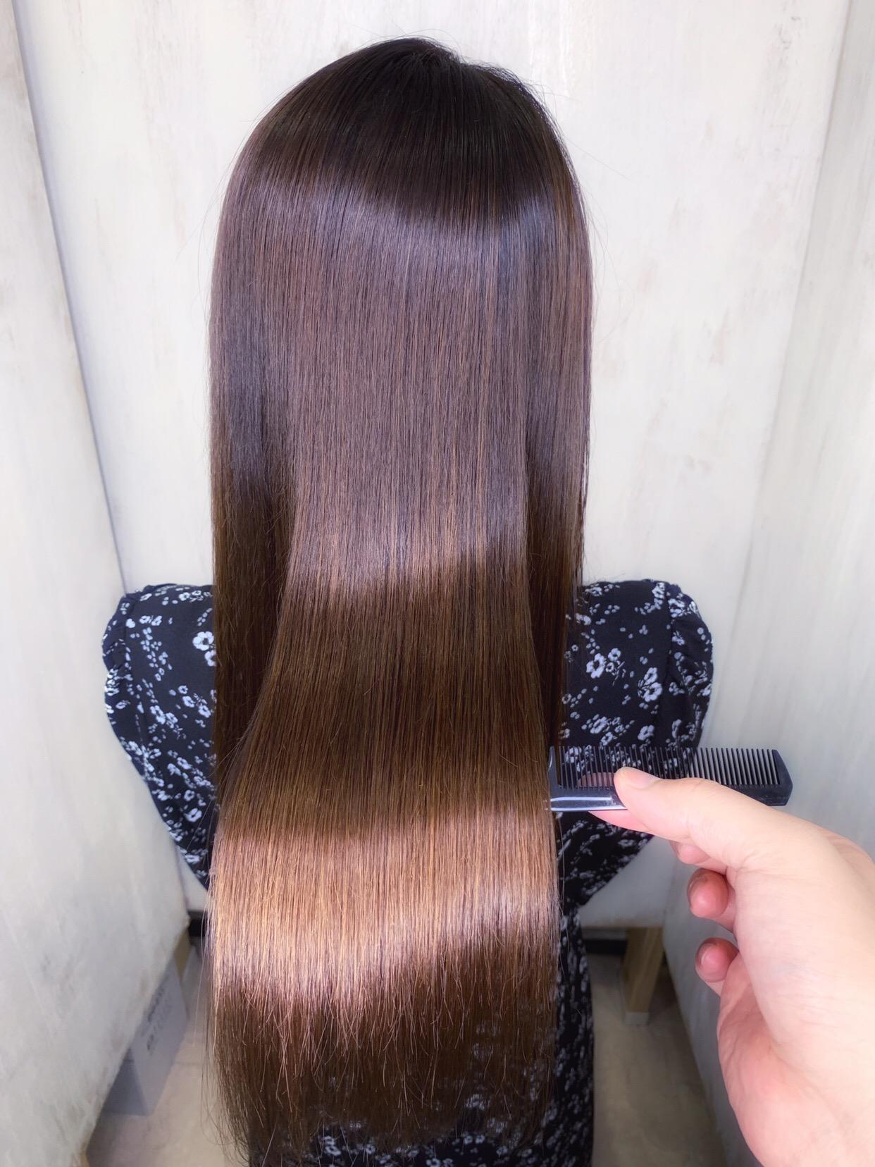 湿気の時期の広がりが気になる髪を縮毛矯正で艶髪。原宿・表参道『1000人をツヤ髪にヘアケア美容師の挑戦』