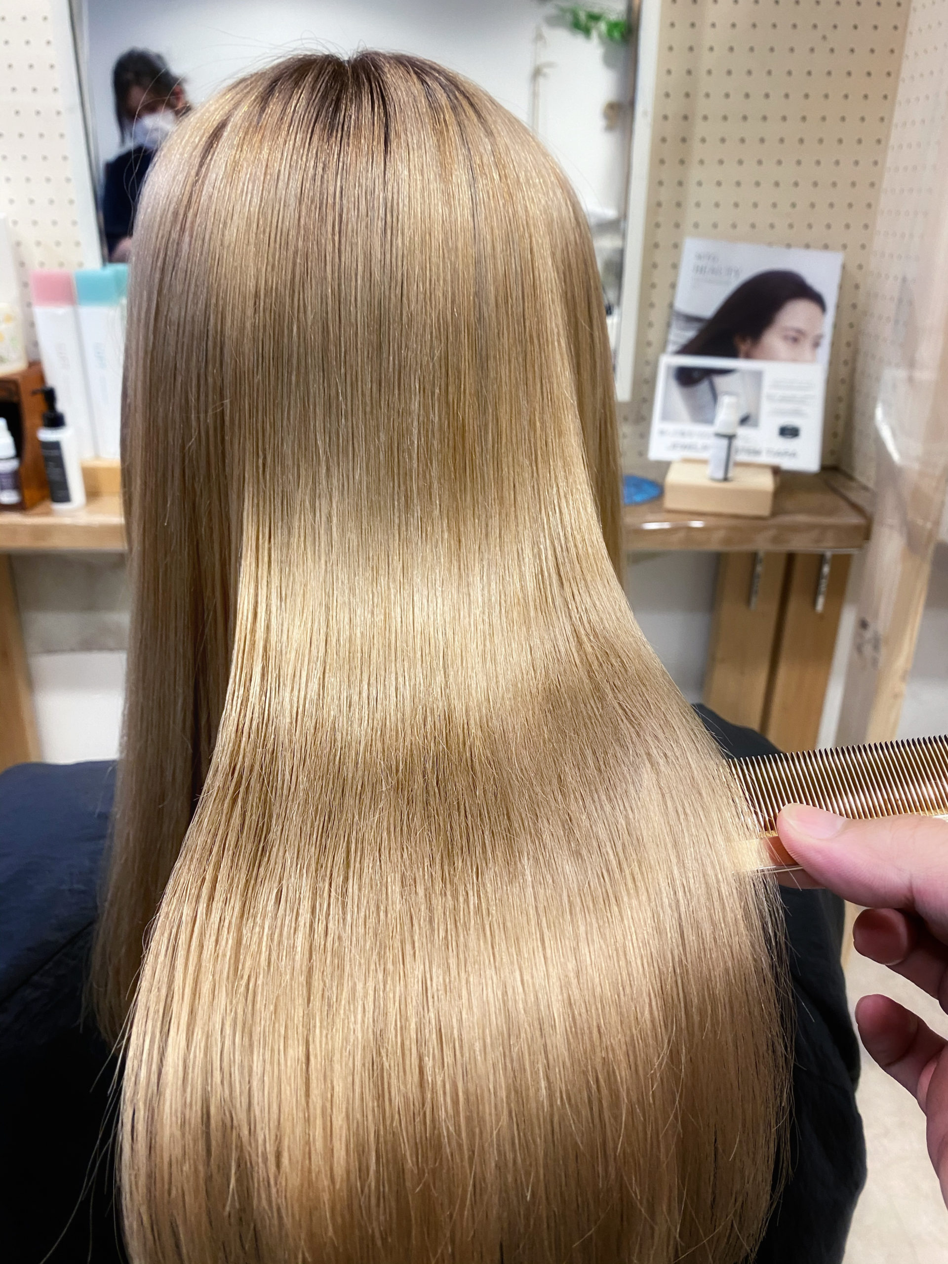 ブリーチ毛の方を縮毛矯正で艶髪ストレートヘア。原宿・表参道『髪のお悩みを解決するヘアケア美容師の挑戦』