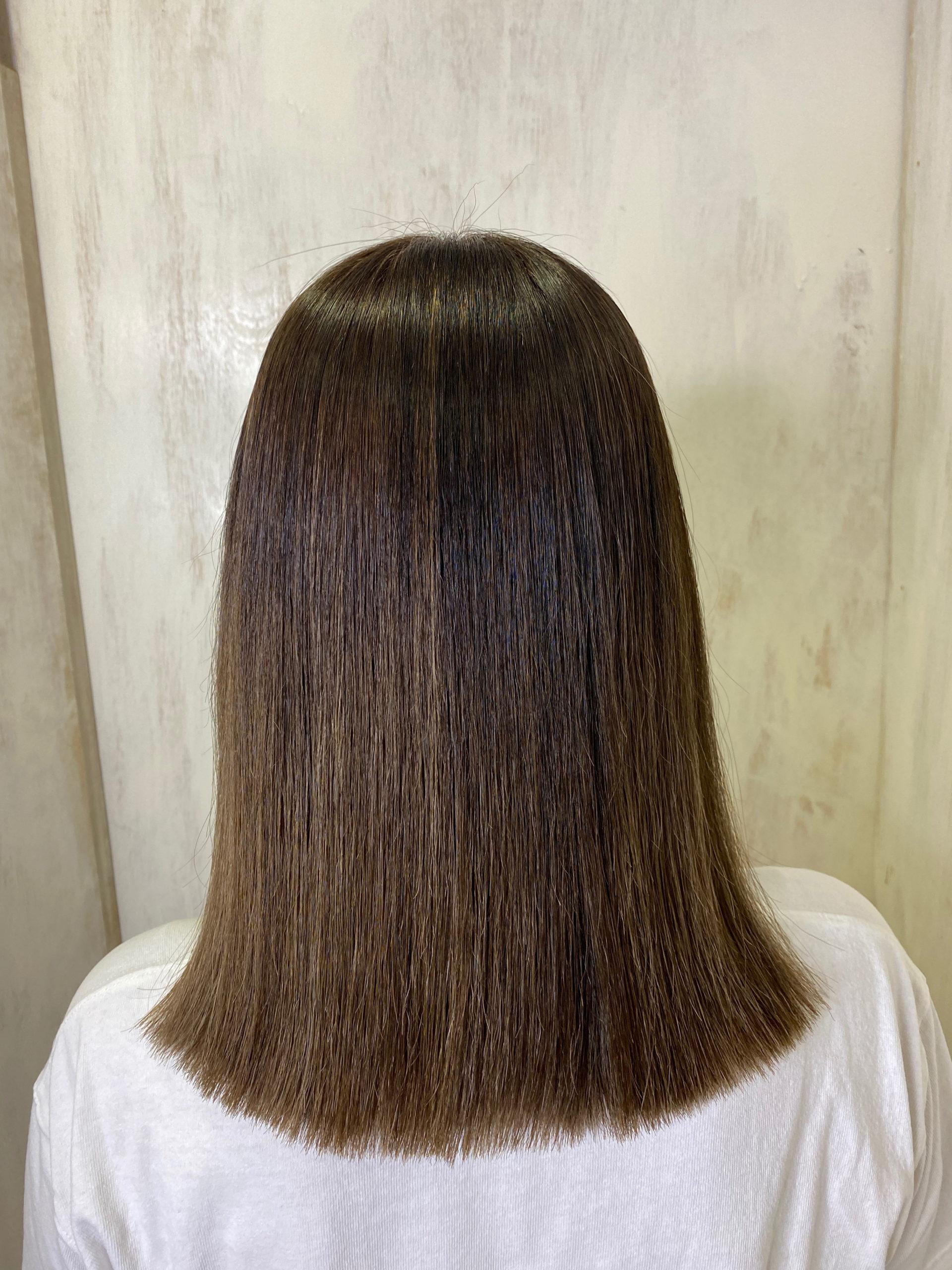バレイヤージュカラー(ブリーチ)の方を縮毛矯正で艶髪ストレートヘア。原宿・表参道『髪のお悩みを解決するヘアケア美容師の挑戦』