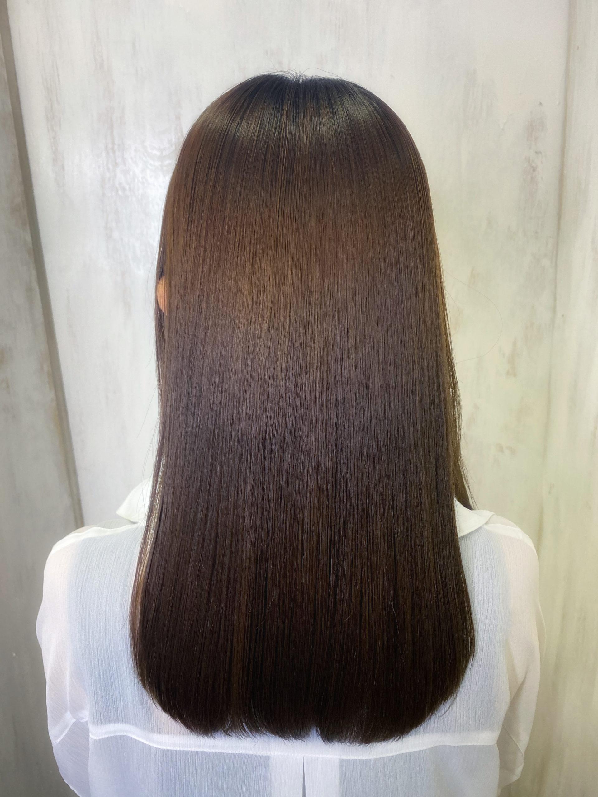 毛先までの縮毛矯正でつやっつやの艶髪ストレートヘア。