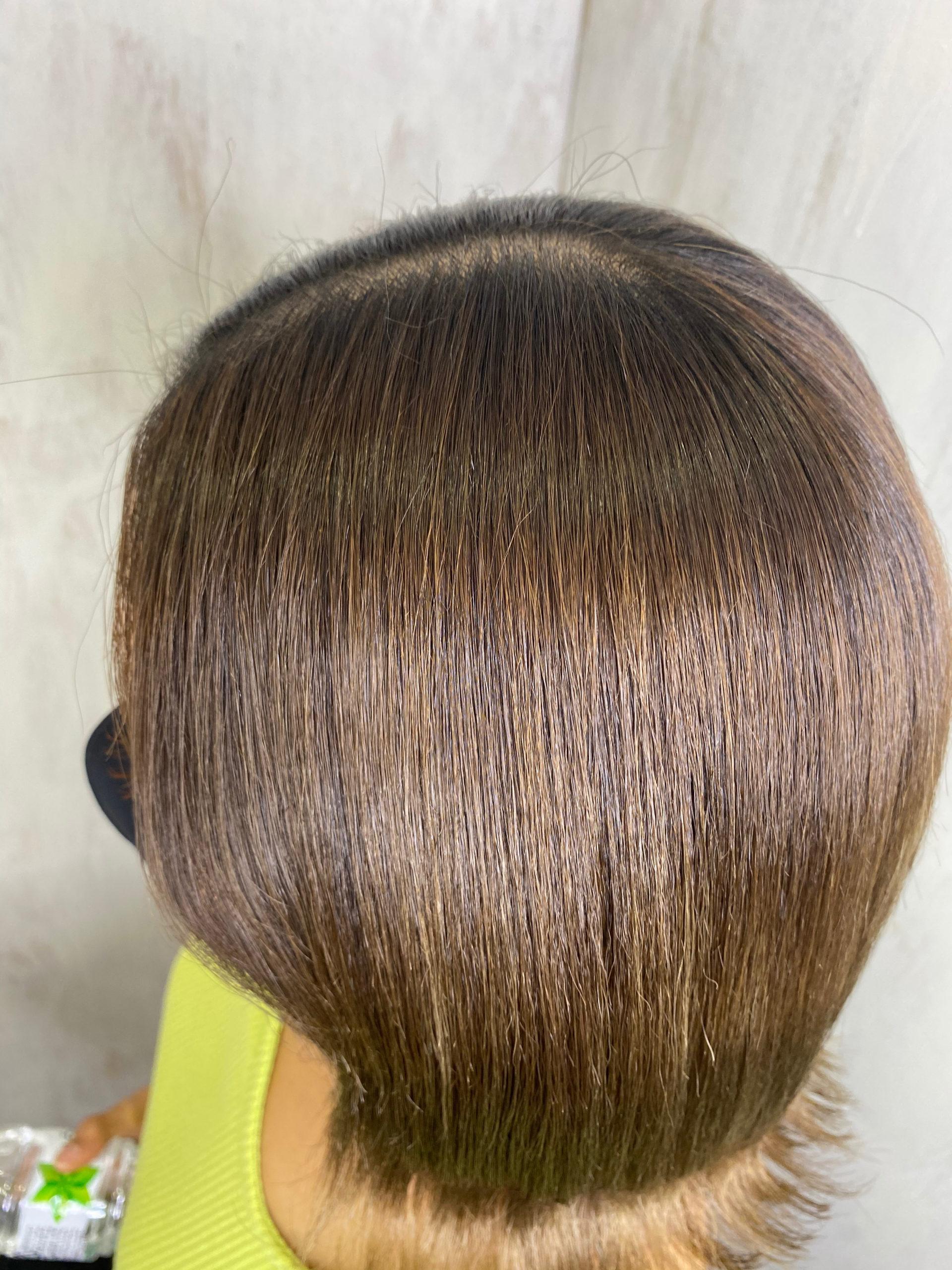 強めのくせ毛とブリーチ毛の方を縮毛矯正で艶髪ストレートヘア。原宿・表参道『髪のお悩みを解決するヘアケア美容師の挑戦』