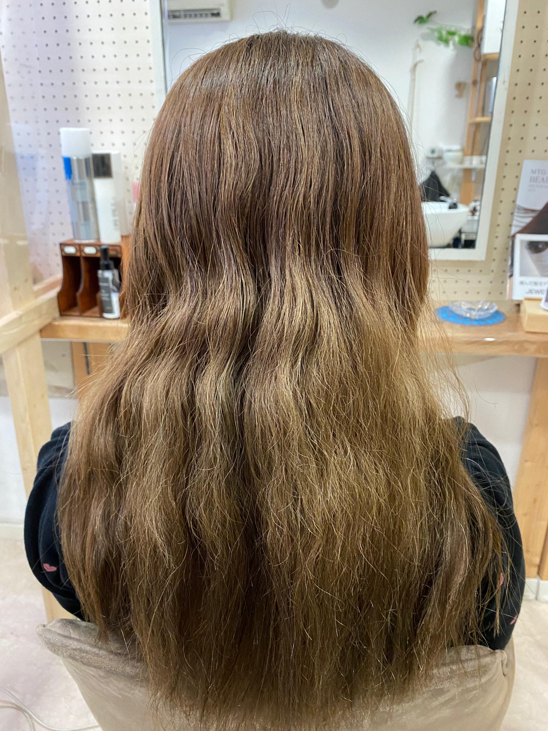ブリーチを数回繰り返してパサつきが気になる方を縮毛矯正で艶髪ストレートヘアに変身。原宿・表参道『髪のお悩みを解決するヘアケア美容師の挑戦』
