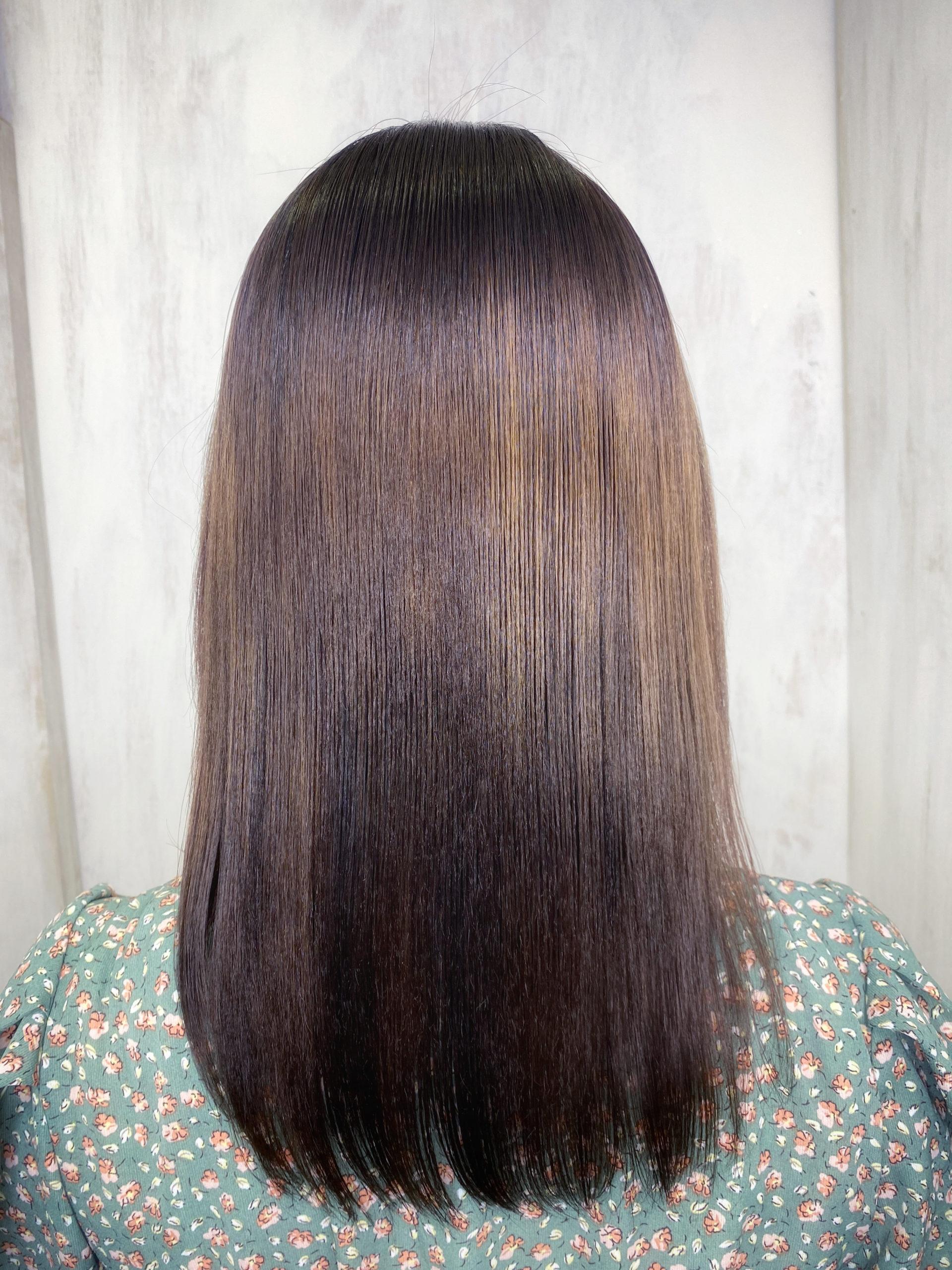 髪のパサつきや広がりが気になる方をビビリ矯正で艶髪。原宿・表参道『髪のお悩みを解決するヘアケア美容師の挑戦』