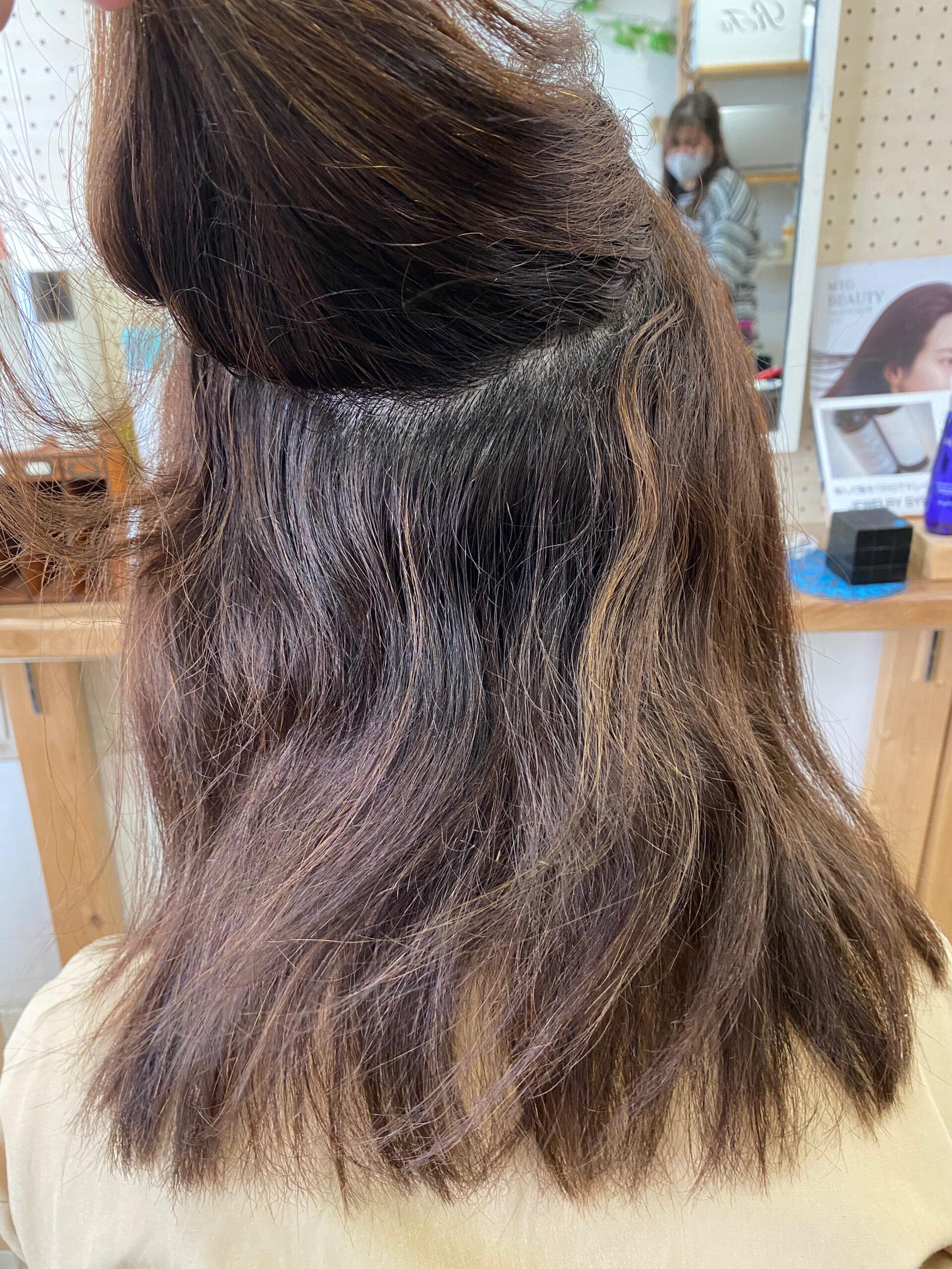 ハイライトカラー(ブリーチ)の方をジュエリーシステム×LULUトリートメント×縮毛矯正で艶髪ストレートヘア。